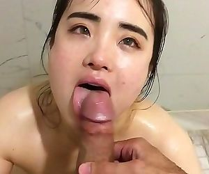 asian babe knows how to suck..